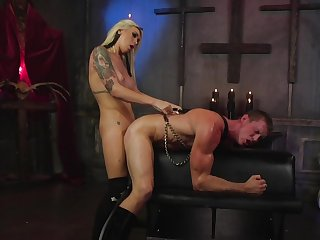 Muscular hunk plays duteous for the slutty shemale