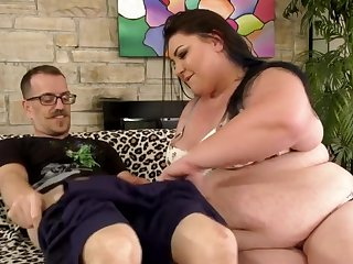 Fat Anal Queen Bella Bendz Gets Rammed