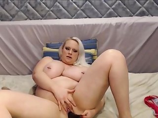 Big and Beautiful Blond Dame With Huge Tits Squirting