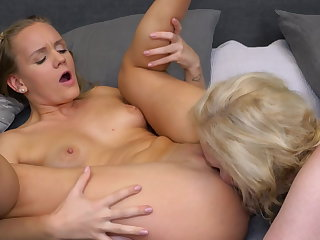 Lesbian 69 sex after a bath give busty mom